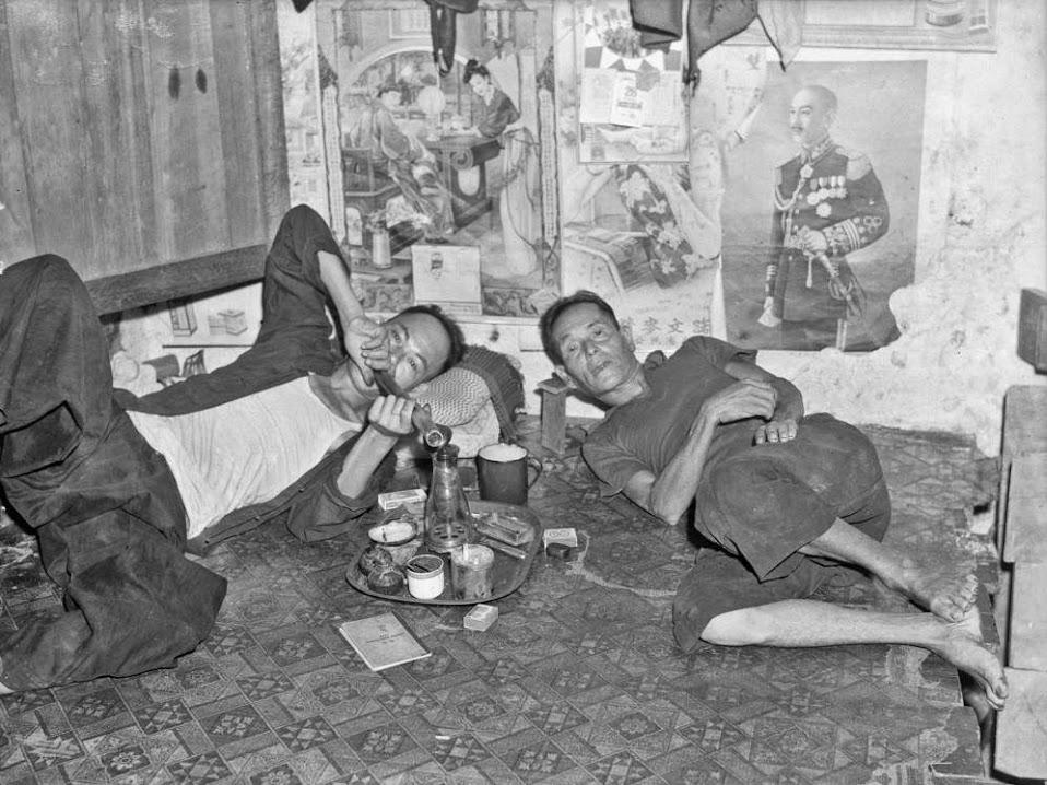 opium_singapore_smoking